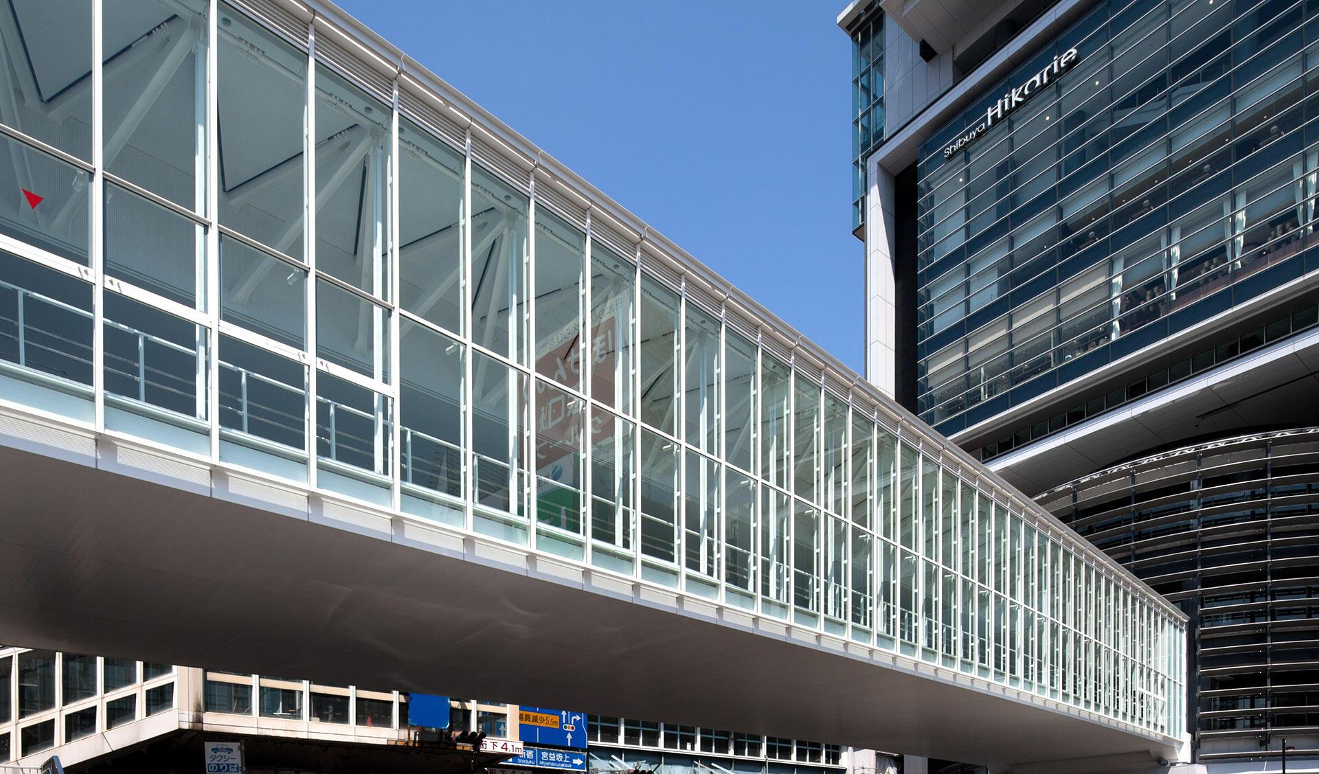 渋谷駅街区東口2階デッキの写真